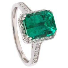 Gia Certified 3.19 Cts natural green Emerald ring in platinum with VS diamonds