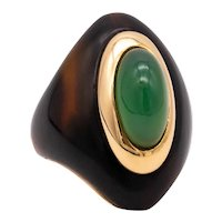 Boucheron 1960 Paris rare cocktail ring in 18 kt yellow gold with chrysoprase & brown carving