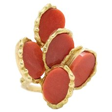 Chaumet 1970 Paris retro ring in 18 kt gold with red Coral oval carvings