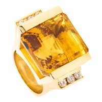 Architectural 1970 bold cocktail ring in 18 kt yellow gold with 30.12 Cts in diamonds & citrine