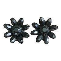Vintage Weiss Black flower Enamel clip on earrings