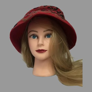 Vintage Ronnie Red Felt and Yarn Hat from the 40's to 50's with lining.