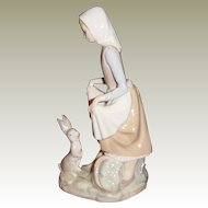 Lladro Rabbit's Food Porcelain Figurine #4826