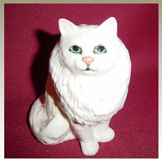 Beswick White Persian Cat Seated, Looking Up 1880