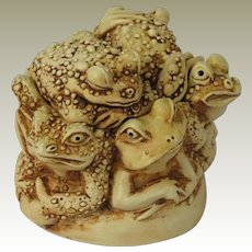 Harmony Kingdom Puddle Huddle Treasure Jest Box Figurine Featuring Six Toads
