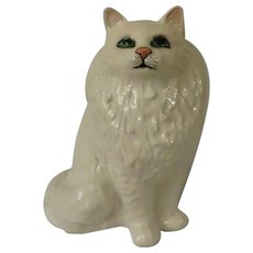Beswick White Persian Cat Seated, Looking Up Model 1880 Figurine