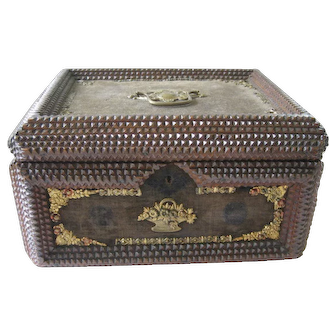 Large Antique Lidded Tramp Art Box