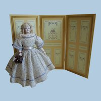 18' Green/Gold Wood Screen for Dolls