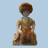 Med Brown Mink Hat, Muff and Hat Box for Huret Reproduction