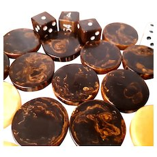 Heavily marbled Bakelite 30 chips and dice backgammon set with leather case