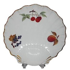 Royal Worcester Evesham porcelain shell serving dish with fruits and gilt MINT