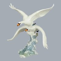 Hutschenreuther Porcelain Swans in Flight Figurine Retired Large