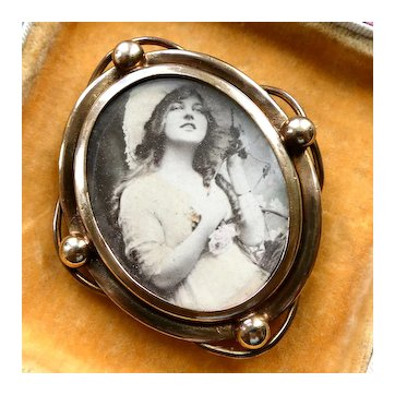Rare Antique Victorian Edwardian Picture Cameo Brooch (c 1890-1900) with Early Photo of Lady, Possibly a Gaiety Girl. Very Unusual & Well Preserved!