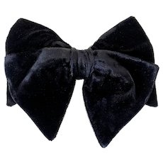 Vintage 1960s Floppy Dandy Black Velvet Clip-on Bow Tie by Royal