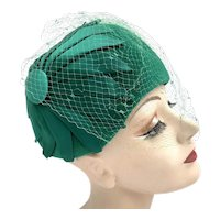Vintage 1950s Emerald Green Wool Satin Netted Cloche Hat Arnold Constable