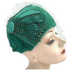 Vintage 1950s Emerald Green Satin & Wool Netted Cloche Hat