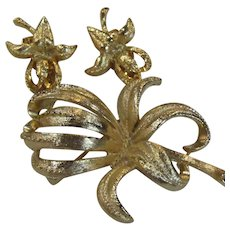 Vintage Flower Brooch Earrings Set Demi Parure  Gold Tone