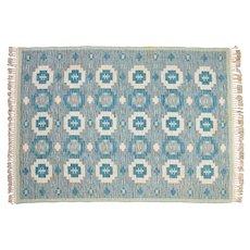 Scandinavian 20th century modern rug. 197 X 141 cm (77.56 X 55.51 in).