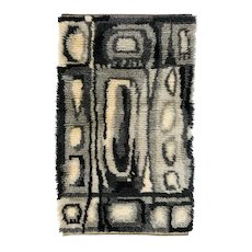Scandinavian 20th century modern rya rug by Ingrid Sterling. signed, dated. 140 x 85 cm (55.12 x 33.46 in).
