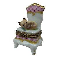 Vintage Limoges France Sleeping Cat Rococo Chair Peint Main Porcelain Trinket Box