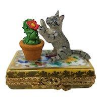 Vintage Limoges France Cat Kitten Cactus Rococo Peint Main Porcelain Trinket Box