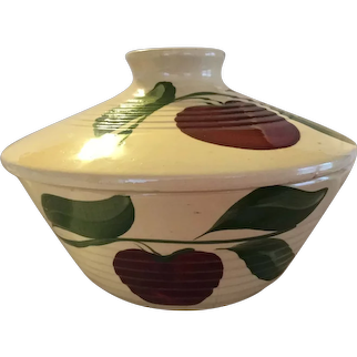 Watt Pottery Apple 3 leaf pattern, Ridged covered casserole bowl