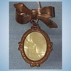 Bow Brooch, Mother of Pearl, Rolled Gold