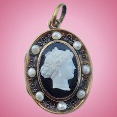 Hardstone Cameo Locket, 18 ct, Natural Pearls, Georgian