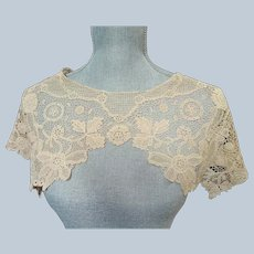 ART DECO Huge 1920s-30s Cape Style Lace Collar,Bertha Collar,Embroidered Flowers Leaves,Flapper Era Lace,Vintage Clothing,Bridal Lace,French Lace