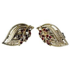 LOVELY Vintage Glass and Filigree Earrings,Ruby Red Stones,Gilt Metal,Clip On Earrings,Clip Earrings,Mid Century Jewelry,Collectible Jewelry