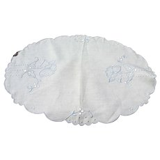 VINTAGE Madeira Tray Cloth,Doily, Centrepiece, Hand Embroidered Seed Embroidery Cottage Farmhouse Decor Vintage Table Linens