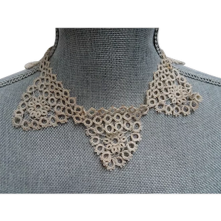 LOVELY Vintage Hand Tatted Collar, Intricate Tatting,Ecru Lace Collar, Dress Accessory, Dressmaker, Floral Lace Design,Collectible Lace