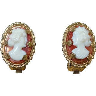 PRETTY Pair of Vintage Cameo Earrings, Clip On Cameo Earrings, 1930s Plastic and Metal Earrings, Collectible Vintage Jewelry