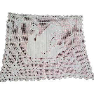 CHARMING Vintage Doily, Hand Crocheted SWAN Doily, Perfect Pillow Front or Frame It, Farmhouse Décor, Collectible Vintage Doilies