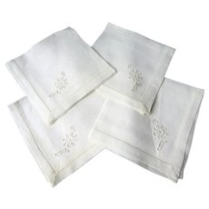 LOVELY Linen Napkins Set,Luncheon Tea Time Size,Set of 4 Napkins,Collectible Vintage Linens