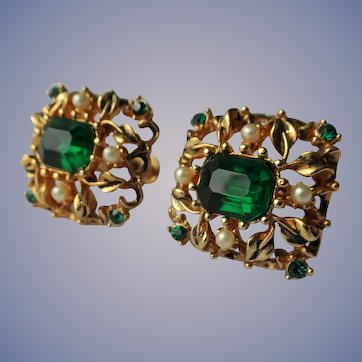 FABULOUS Vintage CORO Signed Pair Of Earrings,Emerald Green Glass and Seed Pearls,Filigree Gold Tone Setting,Screw Back Earrings,Collectible Mid Century Jewelry