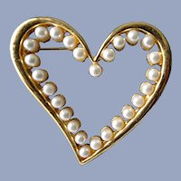 PRETTY Heart Shape Vintage Brooch, Gold Tone Metal and Faux Pearls,Mid Century Pin, Collectible Vintage Jewelry