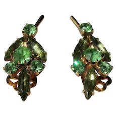 BEAUTIFUL Vintage Earrings,Art Glass Peridot Green,Glittering Glass Rhinestones Clip Ons,CLASSY Design,Collectible Mid Century Jewelry
