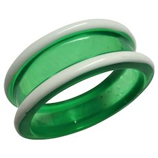 STRIKING Vintage Lucite Bangle Bracelet,Wide Green and White Plastic Bracelet,Collectible vintage Jewelry