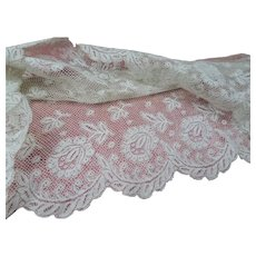 BEAUTIFUL Antique FRENCH Fine Lace Trim Flounce,Intricate Pattern For Bridal Dress,Dolls,Flapper Dress,Heirloom Sewing Antique Textiles