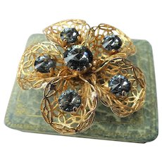 BEAUTIFUL 1950s Filigree Lacey Brooch,Striking Stylized Floral Brooch,Sparkling Gray Blue Cut Glass Stones,Mid Century,Collectible Jewelry