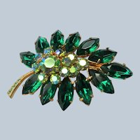 BEAUTIFUL Art Glass Brooch,Emerald Green and AB Pin,Striking Stones,Gold Tone Metal,Leaf Design Collectible Mid Century Jewelry