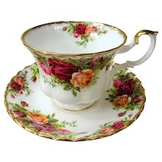 VINTAGE Royal Albert English Bone China Teacup and Saucer Old Country Roses Pattern,Lush Flowers,Lavish Gold Trim, Pedestal Cup and Saucer