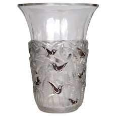 A brown  enameled Bornéo vase, created by R.Lalique in 1930.