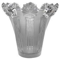 A Sirius vase in white glass by Lalique .