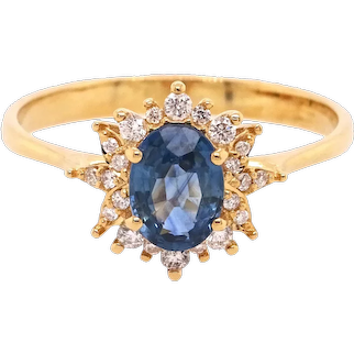 18K Gold Ring with Oval Blue Sapphire and White Diamonds