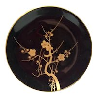 Japanese lacquered wooden plate from 20th century