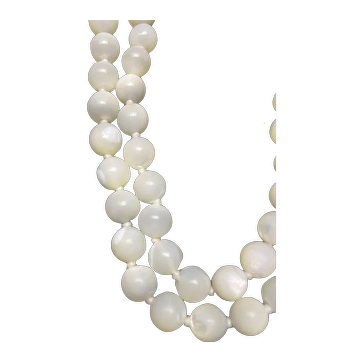 Vintage Natural Mother of Pearl Necklace.