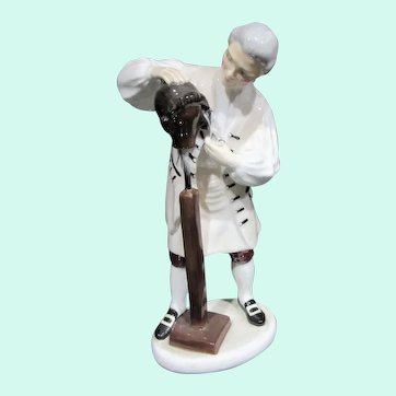 "Royal Doulton Retired Figurine HN 2239 ""Wigmaker of Williamsburg"""