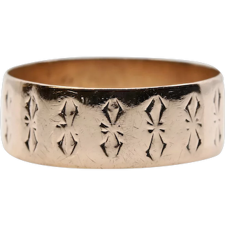 Victorian Ribbon Motif Engraved Wedding Band in 14K Yellow Gold
